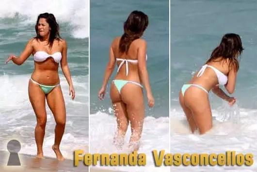Fernanda Vasconcellos de Biquini na Praia