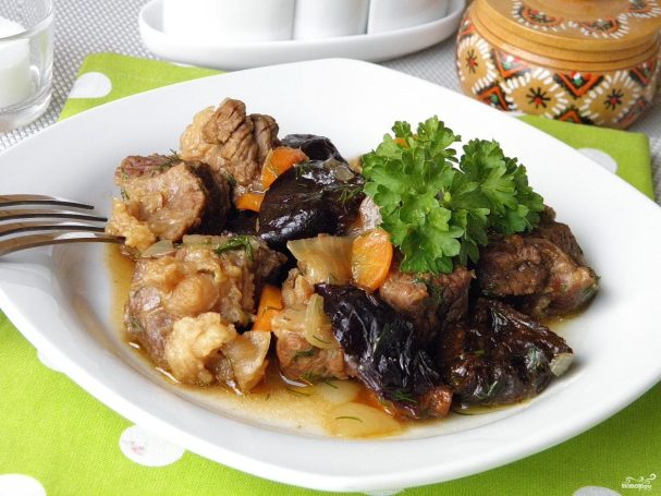 tushenaya govyadina s chernoslivom 289356 - Beef stew with prunes
