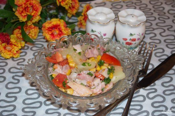Салат из копченой курицы с ананасами