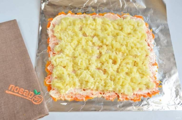 3. Далее слой тертого картофеля, майонез, соль.