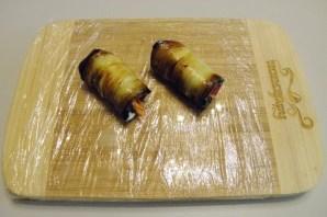 Рулетики из баклажанов с корейской морковкой - фото шаг 6
