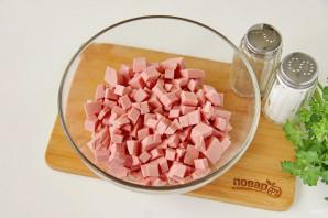 Салат на Год Крысы из вареной колбасы - фото шаг 2