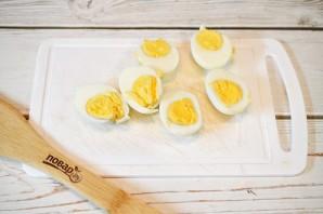 """Фаршированные яйца """"Дед мороз"""" - фото шаг 1"""