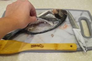 Дорадо, фаршированная жульеном из морепродуктов - фото шаг 2