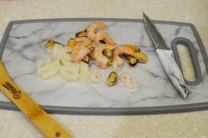 Дорадо, фаршированная жульеном из морепродуктов - фото шаг 4