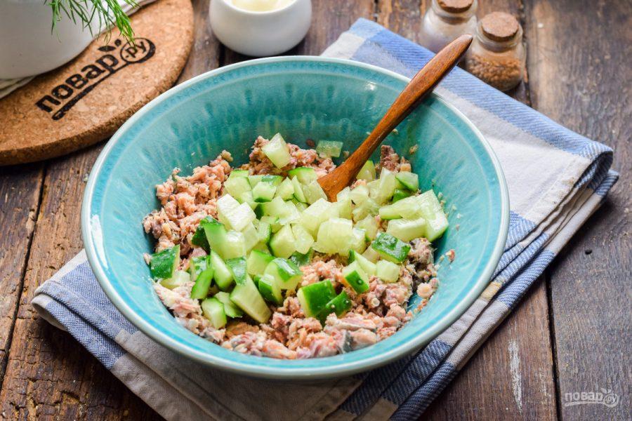 Салат из консервированной сайры