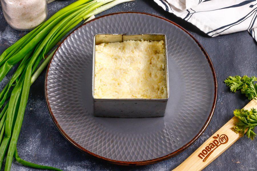 Слоеный салат с копченой скумбрией