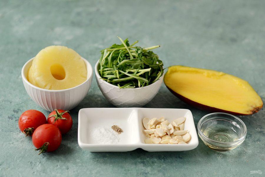 Салат с манго и ананасом