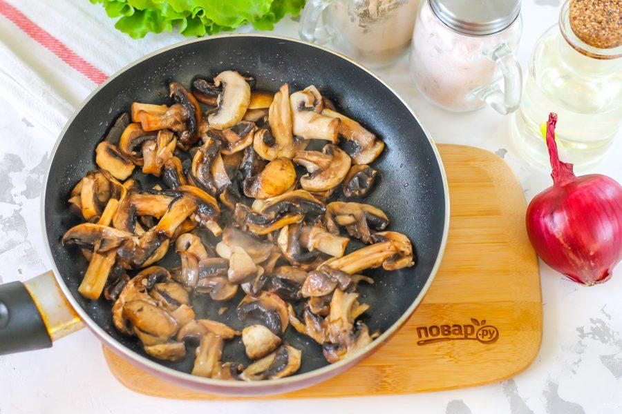Салат с блинами и грибами