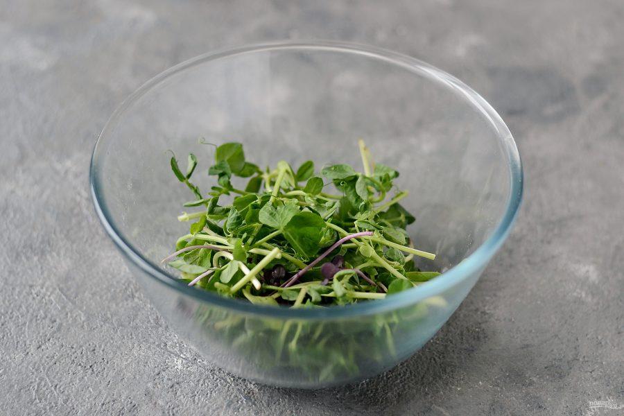 Салат из микрозелени