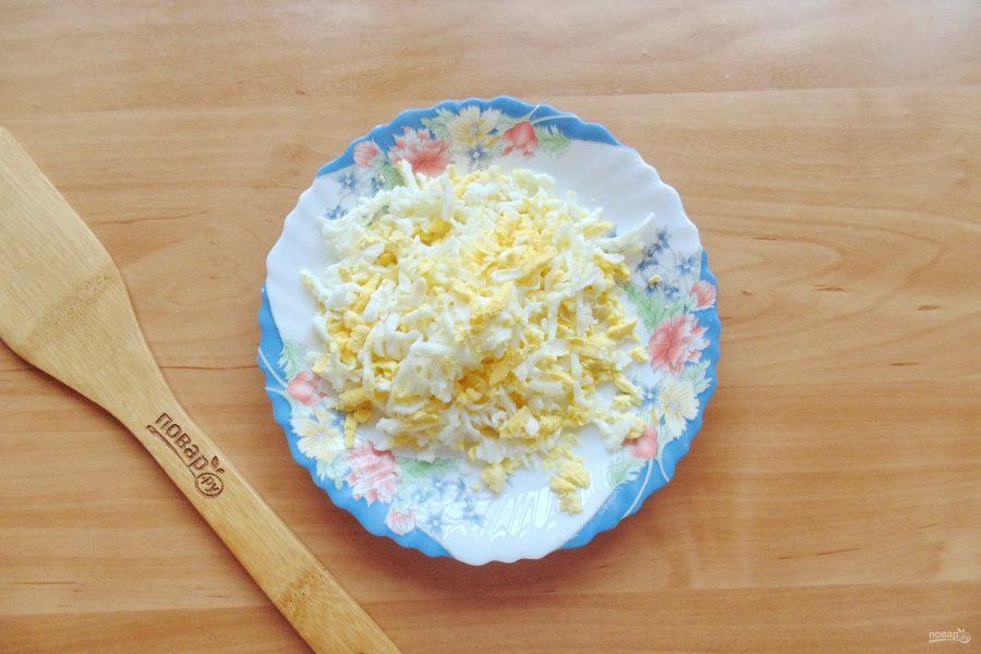 Слоеный салат с консервированной горбушей