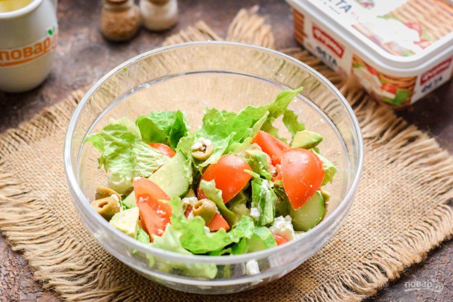 Салат с авокадо и оливками