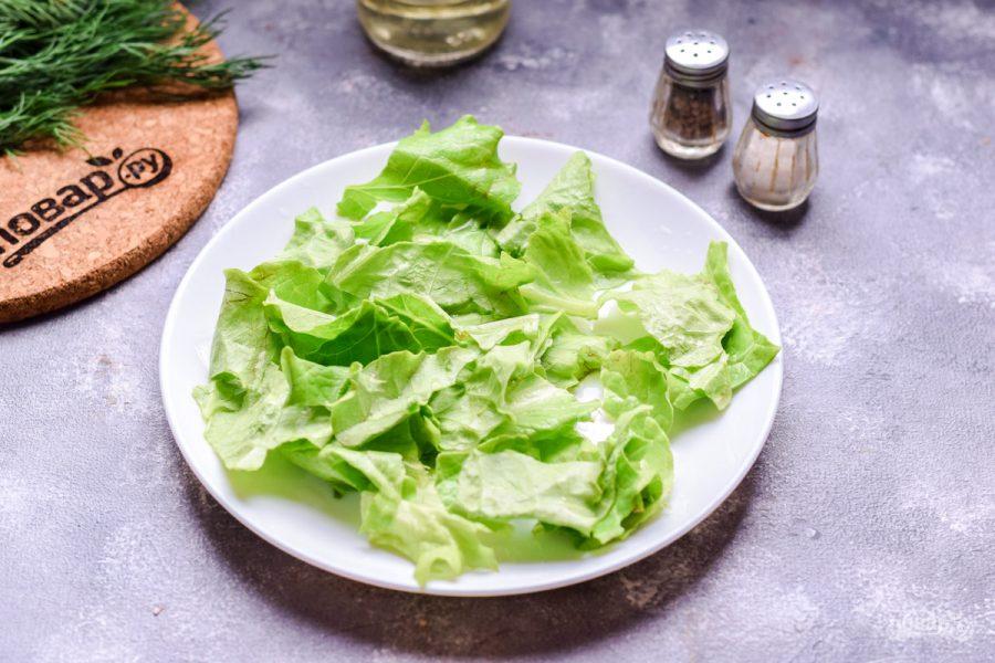 Салат с морепродуктами и помидорами