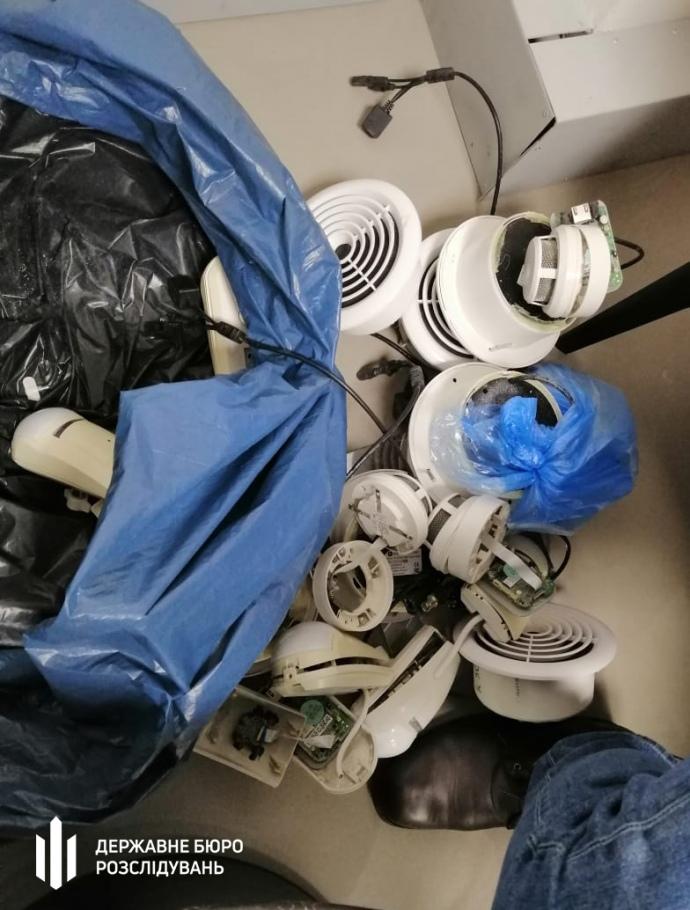 ДБР: У спортклубі Порошенка знайшли приховані камери в роздягальнях