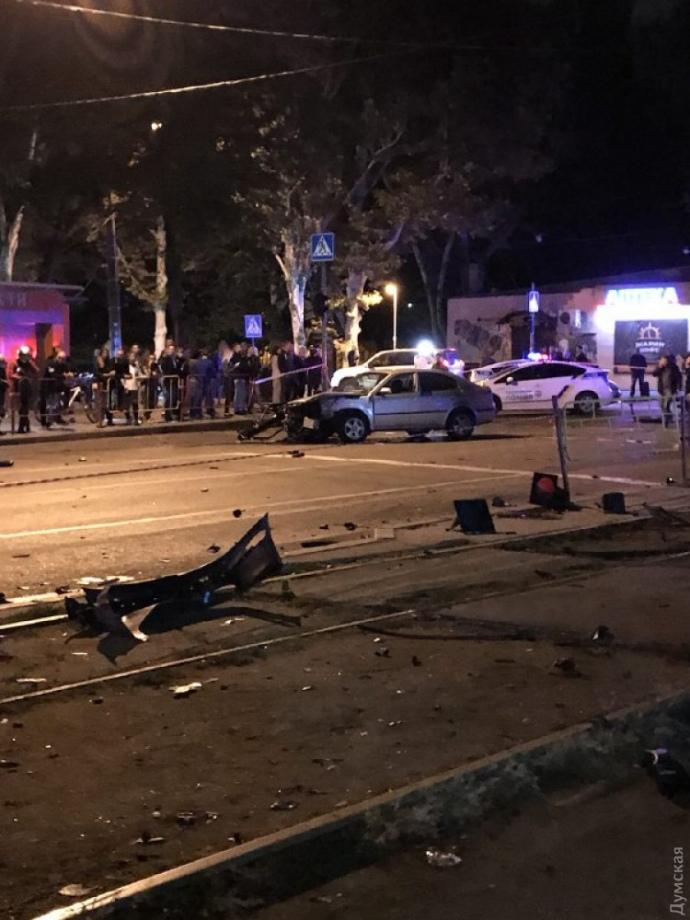 В Одесі авто влетіло в зупинку транспорту: 3 загиблих, 4 постраждалих
