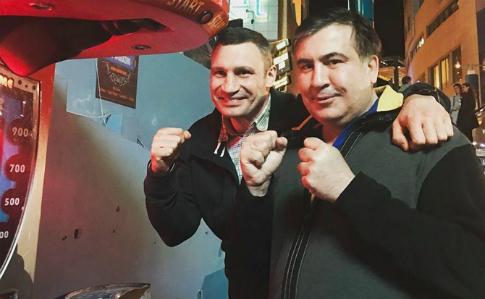 """Кличко повів """"Удар"""" на вибори і покликав з собою Саакашвілі"""