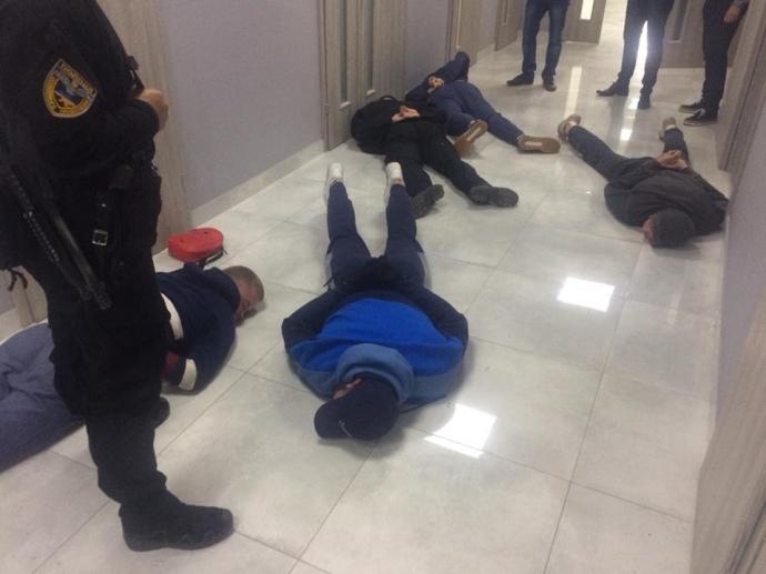 """На Хмельниччині затримали 25 рейдерів: """"тітушки"""" приїхали з Києва"""