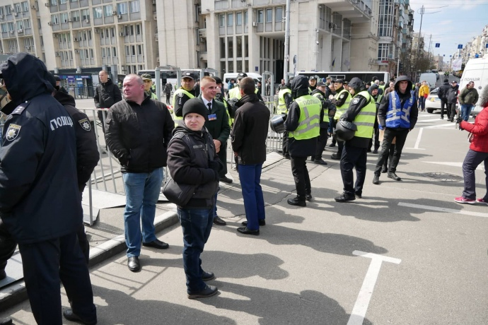 """У заходах біля """"Олімпійського"""" взяли участь до 5 тисяч людей – поліція"""