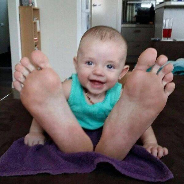 Este bebê cresce desproporcionalmente, mas está tudo bem com ele