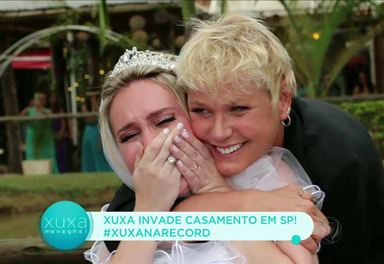 Quando Xuxa tirou o disfarce e se mostrou, Karina não conseguiu segurar a emoção> Acesse o R7 Play e assista na íntegra a todos os programas da Record! Clique e experimente!