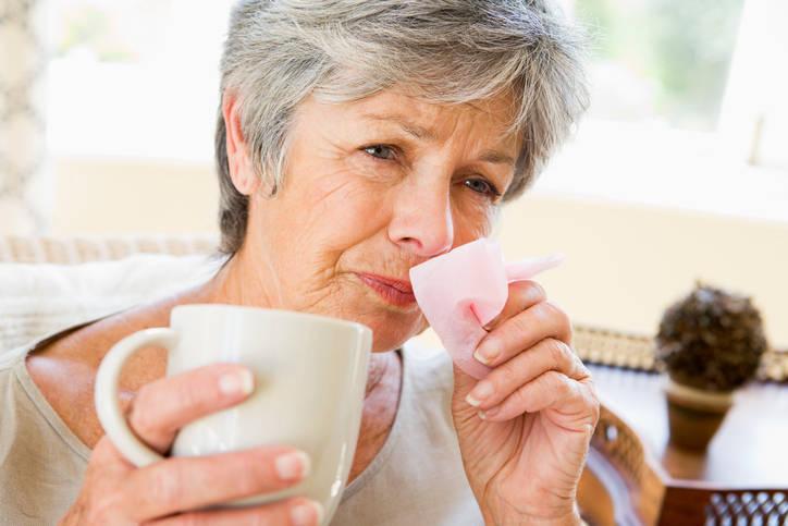 O que é pneumonia? Pneumonia é uma infecção do pulmão. Ocorre quando um agente infeccioso penetra nos alvéolos pulmonares, onde acontece a troca gasosa. Pode ser causada por diversos agentes infecciosos, como vírus ou bactérias. Ocorre quando mecanismos de defesa das vias aéreas e dos pulmões não são suficientes para limpar o sistema respiratório desses agentes e quando o sistema de imunológico também falha*Estagiária do R7 sob supervisão de Deborah Giannini