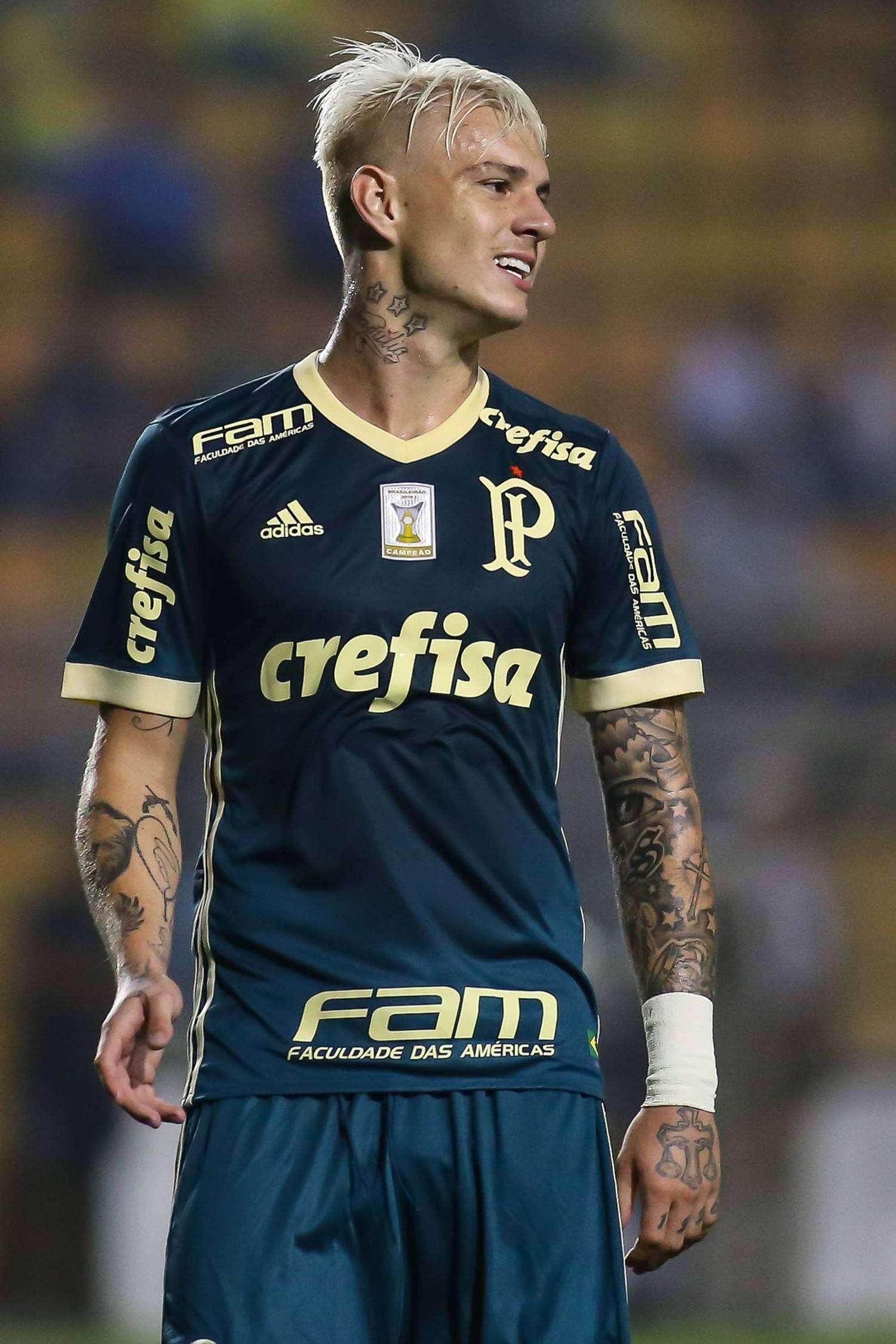 Guedes tem contrato até março de 2012 com Palmeiras