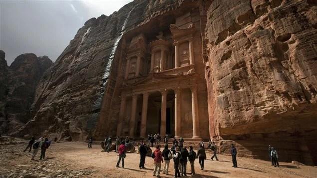 Des touristes visitent régulièrement Pétra, en Jordanie.