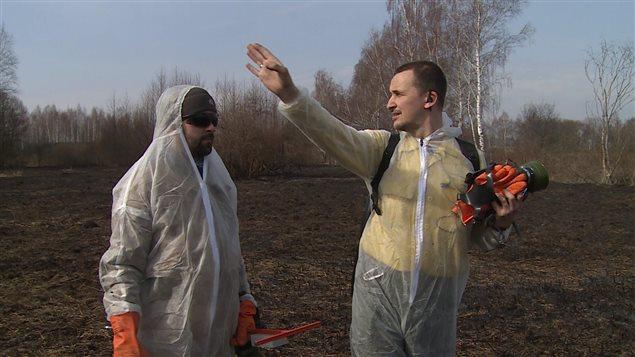 Anton Binislavsky dirige un groupe de pompiers