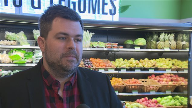 Comme dans toutes les épiceries de Rimouski, Alina donne ses surplus à Moisson Rimouski-Neigette