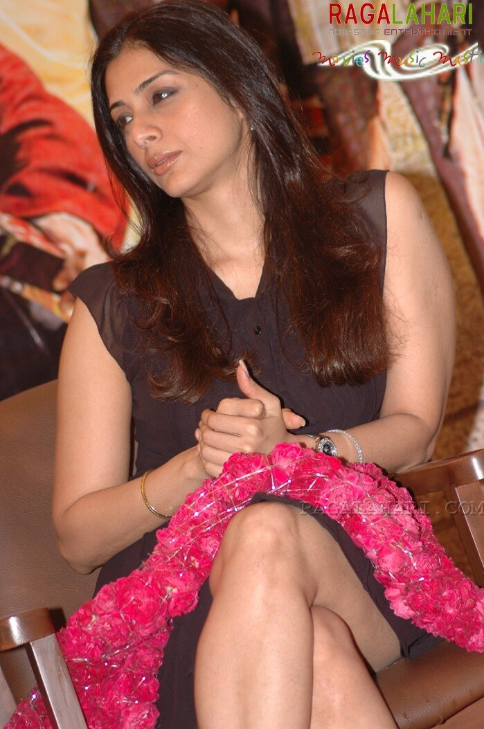 Tabu's skirt rides way high up revealing her massive thighs!