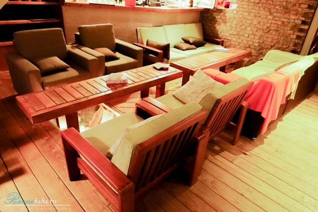 台北咖啡廳-Wine Cafe-室內沙發座椅-品酒推薦場地-位於大安區-大安站附近