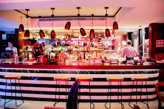 東區-時尚咖啡廳-CHLOECHN Cafe-Bar吧台很有設計感