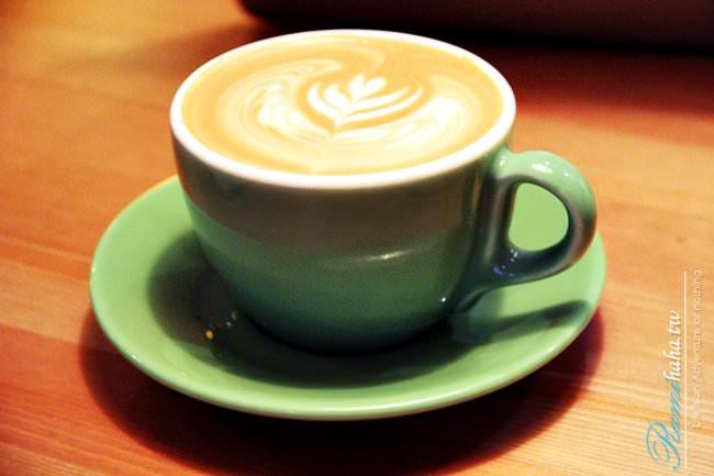 台北-咖啡廳-信義區-開燈咖啡-光復南路-101附近-世貿站-國父紀念館站-美食-免費Wifi-插座-好吃布朗尼-三明治-卡布奇諾