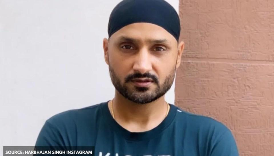 Harbhajan Singh roasted by netizens for 'helping Shahid Afridi but mocking MS Dhoni' - Republic World