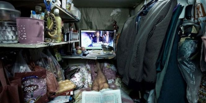 Take A Look At Life In Hong Kong S Coffin Cubicle Apartments