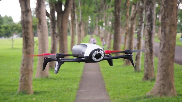 評測》派諾特 Parrot Bebop 2 入門級空拍機 開箱實測 操作簡單 FPV頭戴超有趣