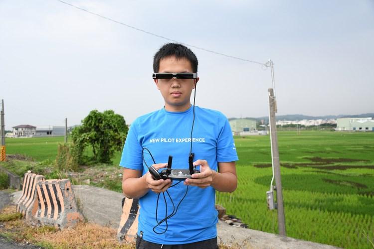 開箱》穿透式 智慧眼鏡 EPSON Moverio BT-300 實境AR 看世界更逼真