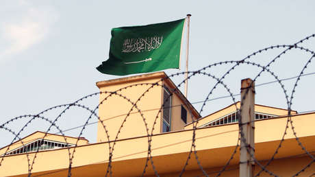 Bandera saudí en el consulado de ese país en Estambul, Turquía, 22 de octubre de 2018.