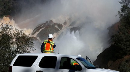 Oroville dam evacuation order lifted, warning remains