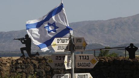 An Israeli flag is seen placed on Mount Bental in the Israeli-annexed Golan Heights on May 10, 2018 © AFP / Jalaa Marey
