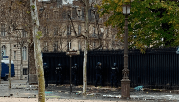 Mon dieu! French police pee against Qatari embassy (PHOTO)