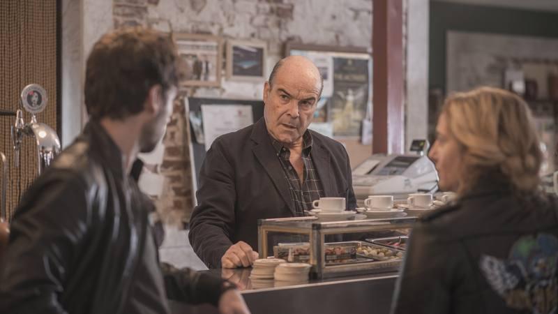 Antonio Resines (Curro) en su bar