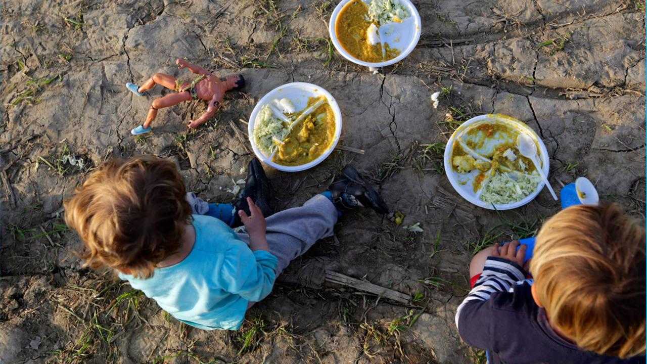 Espaa vulnera los derechos de los nios inmigrantes refugiados y vctimas de trata segn Save The Children  RTVEes