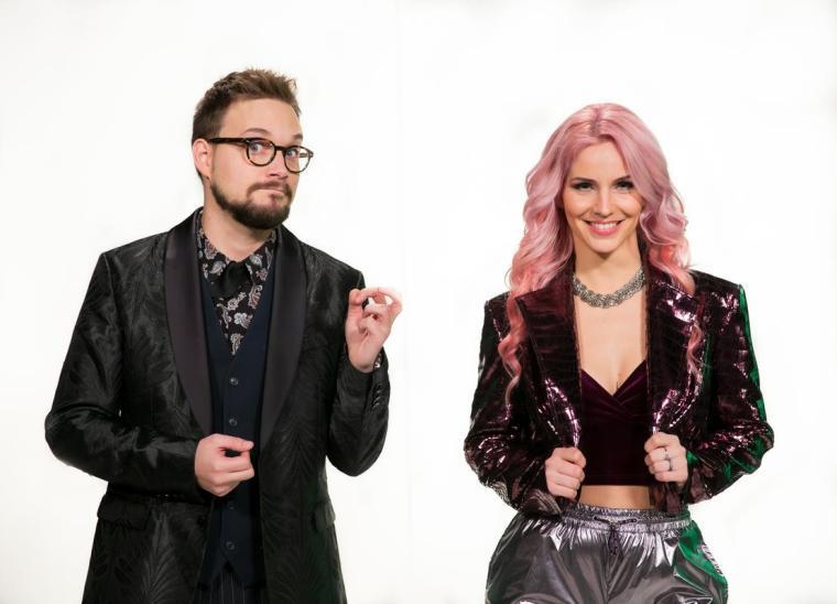 Prireditev EMA 2021 bosta iz studia 1 TV Slovenija vodila Lea Sirk in Nejc Šmit. Foto: Adrian Pregelj/RTV Slovenija