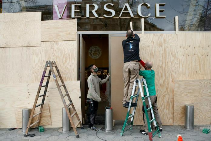 Broken Versace exhibition.  Photo: EPA