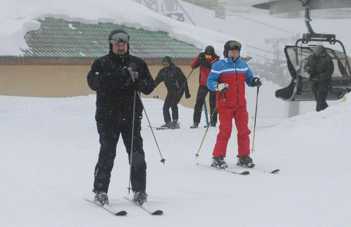 After the meeting, the leaders also enjoyed skiing together.  Photo: Reuters