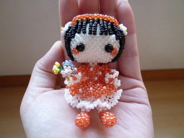 串珠成品~大頭公仔娃娃~拿花小女孩 - 露天拍賣
