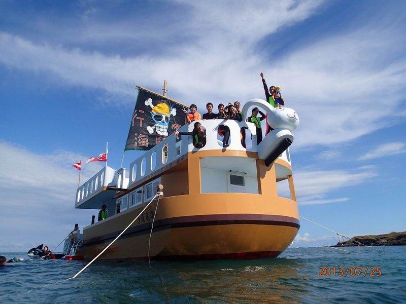 澎湖海賊船 海底漫步 浮潛 跳水 海底郵筒 - 露天拍賣