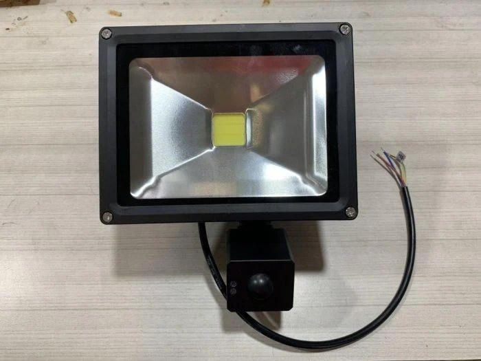 *露天DIY* 20W LED 微波感應式LED 20W投射燈(散光) 戶外警示燈 人到自動亮 廣角照明 - 露天拍賣