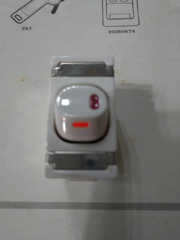奇勝牌快接系列單切夜光開關110V 15A(插入式接線施工法)30/1/2LPM - 露天拍賣